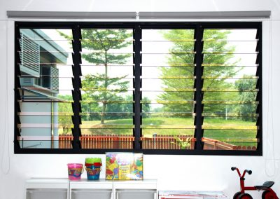 Uninterrupted views to the outside through Breezway louvres