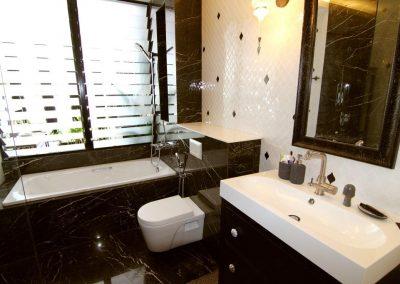 Breezway_louvres_over_bathtub_allow_steam_to_escape