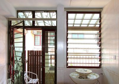 Create_asethetic_appeal_with_breezway_louvres_at_front_entrance