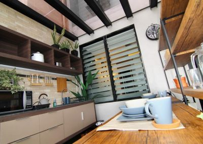 Kitchen_ventilated_with_breezway_louvres