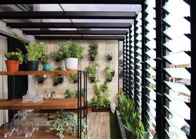 Outdoor_terrace_using_breezway_louvres