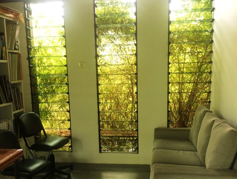 Open-up-waiting-rooms-in-office-environments-with-breezway-louvre-windows