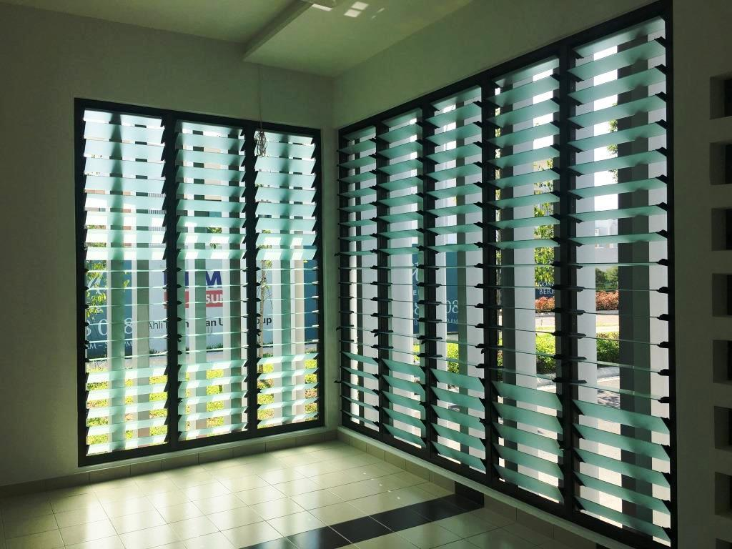 Multiple Breezway Louvre Windows help bring in the breeze and the views