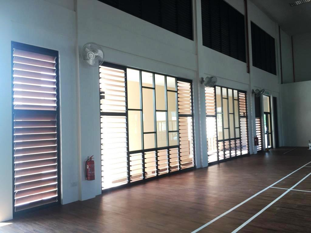 The multi-purpose hall uses a range of shapes and sizes of Breezway louvres